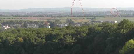 Vue sur mât éoliennne et château Sigournais 4