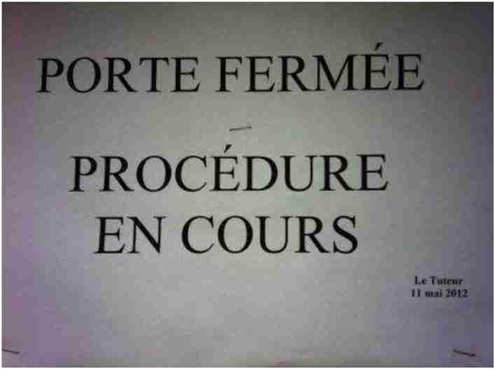 'Porte fermée - Procédure en cours' signé Charles tuteur 11.05.2012